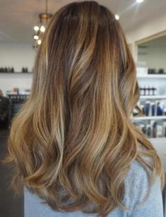 Lovely 40+ Awesome Blonde Hairstyles Highlights For Women Looks More Pretty https://www.tukuoke.com/40-awesome-blonde-hairstyles-highlights-for-women-looks-more-pretty-10357