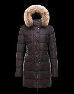 MONCLER FRAGON  Affrontez l'hiver sans souci grâce à ce manteau doudoune signé Moncler. Techno fabric / Four pockets / Snap-buttons, zip / Feather down inner / Logo Composition:100% PA, Racoon  €337, Jusqu'à -80%  Acheter maintenant: http://www.monclerfr.com/doudoune-moncler-femme-prix.html