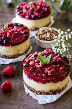 Ontbijttaartjes - Oh My Pie! Healthy Baking, Healthy Desserts, Yummy Snacks, Yummy Food, Raw Vegan Recipes, Happy Foods, Best Breakfast, No Cook Meals, Food Inspiration