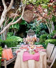 backyard lunch anyone? love dining al fresco! Garden Bridal Showers, Festa Party, Al Fresco Dining, Deco Table, Decoration Table, Outdoor Entertaining, Party Outdoor, Outdoor Dining, Outdoor Seating