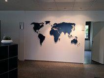 Weltkarte aus Metall