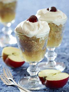 Gammeldags æblekage med rasp og fløde: