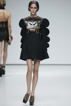 9.Christopher Kane S/S 2009. The feeling of the sleeve resembles to the Romantic period's marie sleeve.