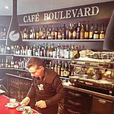 Haciendo nuevos amigos. Gracias Chema y Alicia por vuestro tiempo! - Café Boulevard - Arnedo -La Rioja