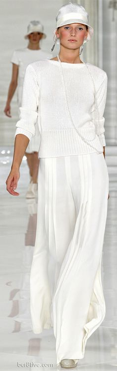 Commemorating a Classic & Timeless Collection – Ralph Lauren Spring Summer 2012 Haute Couture Casual but so chic ! Fashion Week, Look Fashion, Fashion Show, Womens Fashion, Mode Chic, Mode Style, Printemps Street Style, Style Work, Ralph Lauren Style