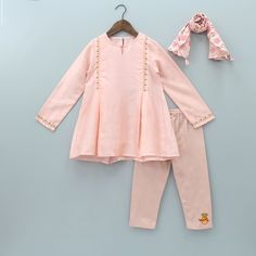 Girls Dresses Sewing, Stylish Dresses For Girls, Dresses Kids Girl, Cute Outfits For Kids, Baby Girl Frocks, Frocks For Girls, Pakistani Kids Dresses, Baby Girl Frock Design, Kids Dress Collection