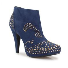 High Heels mit Nieten. Ist das Schuh sehr schön?!