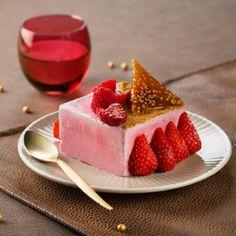 Parfait glacé aux fruits rouges et éclats de nougatine au sésame