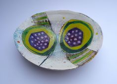 Simple bowl with lime:purple buds and stems, x x Ceramic Clay, Ceramic Painting, Ceramic Plates, Ceramic Artists, Pottery Plates, Ceramic Pottery, Pottery Art, Slab Ceramics, Modern Ceramics
