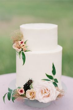 "From the editorial ""Elegant Montana Wedding Inspiration Dressed in Peach and Blackberry Tones."" Sweet & Tartes cake was meant to echo the brides dress and florals- every detail was woven into the inspiration for this beautiful day. Photography: @troymeiklephoto #stylemepretty #weddingcake #cakeideas #elegantcake #whiteweddingcake #floralcake #flowercake"