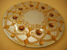 Espelho com MANDALA, pintura vitral, com aplicação de pedras de acrílico ( as pedras podem variar de cor e formato )