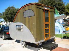 Teardrop travel trailer camper-lol reminds me of an outhouse on wheels Tiny Trailers, Small Trailer, Camper Trailers, Teardrop Camper Trailer, Camper Caravan, Gypsy Caravan, Mini Camper, Lightweight Trailers, Kombi Motorhome