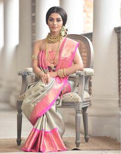 39 Ideas for fashion inspo casual men Indian Bridal Sarees, Wedding Silk Saree, Indian Bridal Fashion, Indian Dresses, Indian Outfits, Silk Saree Kanchipuram, Saree Look, Elegant Saree, Pure Silk Sarees
