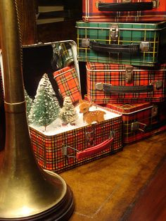 holiday, lunch boxes, vignett, lunches, tartan plaid, christmas displays, tin, winter scenes, suitcas