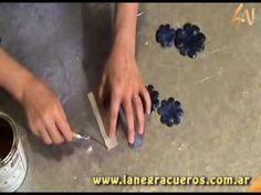 Flores de cuero, parte 1 de 2. Clase gratuita de los cursos a distancia de La Negra Cueros, www.lanegracueros.com.ar.