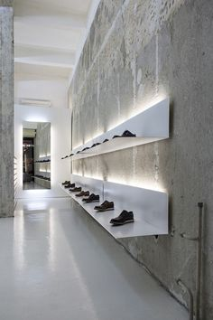 Retail Lighting La Scarpa, Sofia, simple white shelves and lights to display shoes. Design Shop, Showroom Design, Shop Interior Design, Design Commercial, Commercial Interiors, Retail Store Design, Retail Shop, Shoe Store Design, Retail Displays