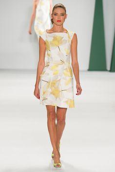 Carolina Herrera - Spring 2015 Ready-to-Wear - Look 15 of 46