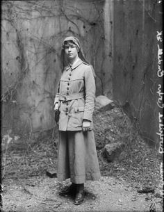 WOMEN WORK DURING FIRST WORLD WAR (Q 30617)