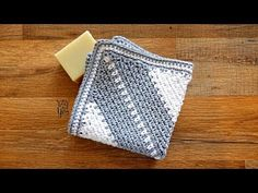 Corner to Corner Moss Stitch Washcloth - FREE Crochet Pattern | Yay For Yarn