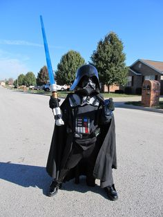 How to make this awesome DIY Darth Vader costume | via DIY Project Crazy #StarWars
