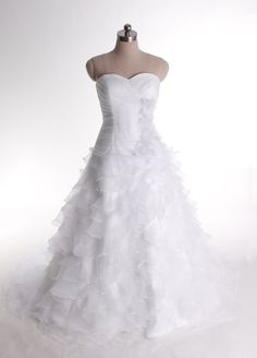 Fashionable Sweetheart Dropped waist Organza wedding dress