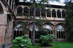 Cloître gothique, monastère royal de Santa María de Veruela, Vera de Moncayo, province de Saragosse, Aragon, Espagne. #Spain #Aragon #cloister