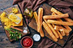 Φτιάξτε πικάντικα κριτσίνια με τυρί   imommy.gr Chicken Wings, Dairy, Cheese, Meat, Food, Essen, Meals, Yemek, Eten
