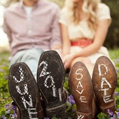20+ of the most amazing inspirations for Photo Save the Dates. These lovely ideas are sure to inspire you steal them for your own e-session. #weddinggawker