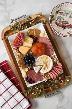The Perfect Charcuterie Board Charcuterie And Cheese Board, Cheese Boards, Herbalife Shake Recipes, Party Food Platters, Serving Tray Wood, Love Food, Holiday Recipes, Food And Drink, Appetizers