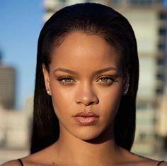 Fenty Beauty é uma nova marca de maquiagem criada por ninguém mais, ninguém menos que Rihanna. Vejam só quais são os produtos e mais informações sobre eles.