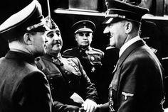 ENTREVISTA FRANCO-HITLER: Hendaya (Francia), 23-10-1940.- Adolf Hitler y Francisco Franco se entrevistan en la estación de tren, en presencia del Embajador español en Alemania, general Eugenio Espinosa de los Monteros (centro) y de un interprete. EFE/VORLAG ATLANTIC.