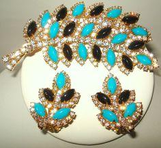 Hattie Carnegie - Broche et Boucles d'Oreilles - Cabochons Turquoise, Noir, Strass - Vintage