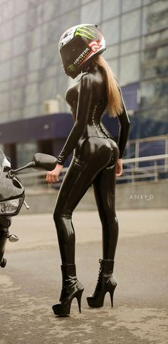 Da Serie motos e mulheres bonitas. Biker Chick, Biker Girl, Motard Sexy, Chicks On Bikes, Babe, Motorbike Girl, Motorcycle Gear, Hot Bikes, Latex Girls