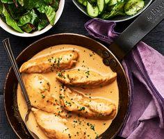 Saftiga kycklingfiléer som först bryns och sedan får puttra i en ljuvligt god gräddsås smaksatt med umamirik soja. Servera med nykokt ris och en klassisk pressgurka vars friska smak och krispiga textur gifter sig fint med den krämiga kycklinggrytan. Garnera med vackra röda mangoldblad och njut. Healthy Dinner Recipes, New Recipes, Vegan Challenge, Vegan Curry, Vegan Meal Prep, Vegan Thanksgiving, Vegan Kitchen, Food For Thought, I Foods