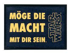 """Felpudo Star Wars. Que la fuerza te acompañe 50 x 70 cm. Versión alemán Precioso felpudo de la exitosa saga """"Star Wars"""" para decorar de forma original la entrada de tu casa o piso. Felpudo de alta calidad y con licencia oficial."""