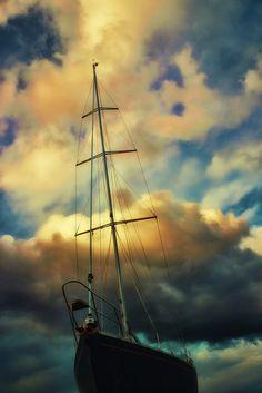 Sailing in Crete - (CC)Theophilos Papadopoulos - www.flickr.com/photos/theo_reth/6655227177/in/photostream#