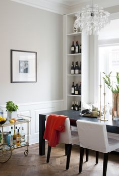The dining table is bespoke from Snickis and has room for eight people. Chairs from Ikea, the sofa is the place built and two shelves on either side. On the table, brass candlesticks Skultuna. Lamp from Design Square. Dolly is purchased on the block.