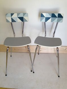Duo chaises formica via Wood. Click on the image to see more! Wooden Chair Makeover, Furniture Makeover, Diy Outdoor Furniture, Vintage Furniture, Paint Furniture, Furniture Design, Chaise Formica, Rustic Kitchen Wall Decor, Painted Chairs