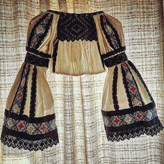 Postări pe Instagram de la Ie Vie Magazin Online🇹🇩 • Apr 9, 2019 at 10:45 UTC Folk Embroidery, Folklore, Clothing Patterns, Textile Art, Ethnic, Cross Stitch, Textiles, Traditional, Costumes