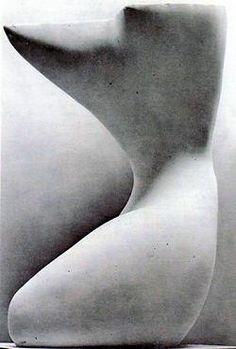 - Alberto Viani.  Cariatide