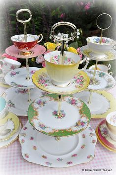 vintage china New and Vintage Cake Stands for Cupcakes, Vintage Tea Sets, Teapots, Fine Bone China Teacups to Buy Vintage Tee, Vintage China, Vintage Teapots, Tiered Cake Stands, Cake Stands Diy, Tier Cake, Vintage Cake Stands, Vintage Cakes, Teacup Crafts