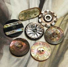 carved+mother+of+pearl+buttons | Vintage Carved Mother of Pearl Buttons by ohmymilky on Etsy
