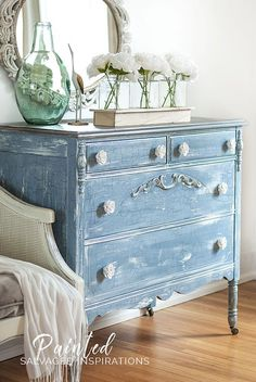 Milk Painted Furniture is the queen of crackle, but the thing is, you don't have a whole lot of control. Your distressed finish is pretty much left up to the painting gods. For all of you who love the modern farmhouse and naturally distressed look, here's how to achieve a gorgeous large crackle finish...