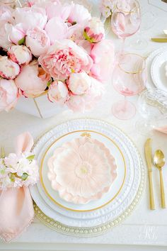 Pink Peony Easter Table - super simple Easter table with faux pink peonies, cherry blossoms and pretty floral plates. This table is a show stopper! Beautiful Table Settings, Pink Table Settings, Easter Table Settings, Place Settings, Decoration Table, Easter Table Decorations, Pink Peonies, Tablescapes, Floral Arrangements