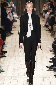 Kelly Elizabeth Style: Fall 2016 Couture Fashion Week Favorites Part 1 - Valentino Haute Couture Style, Couture Mode, Couture Fashion, Fashion Week, Paris Fashion, Runway Fashion, High Fashion, Fashion Show, Womens Fashion