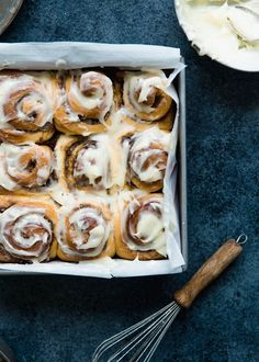 The BEST cinnamon rolls in the WORLD. Big, fluffy, soft and absolutely delicious. You'll never go back to any other recipe once you try this one! This cinnamon roll recipe includes options to make them overnight or ahead of time and even freeze them. #cinnamonrolls #brunch Baking Recipes For Kids, Sweets Recipes, No Bake Desserts, Cooking Recipes, Pastry Recipes, Baking Ideas, Fudge, New York Cheesecake Rezept, Tapas