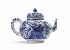 Antique  Chinese blue and white 'birds and flowers' teapot, Kangxi period (1662-1722) - Floral tea pot