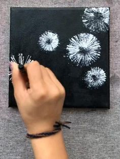 Easy Canvas Art, Diy Canvas, Black Canvas Art, Black Canvas Paintings, Canvas Painting Tutorials, Diy Painting, Art Drawings Sketches Simple, Acrylic Art, Diy Art