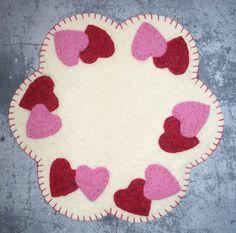 Mini Hearts Candle Mat Kit - Rug making Felt Crafts Patterns, Wool Applique Patterns, Hand Applique, Felt Applique, Small Sewing Projects, Sewing Crafts, Crochet Butterfly Pattern, Felt Pillow, Felted Wool Crafts