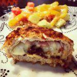 Panierowane kieszonki schabowe z mozzarellą i suszonymi pomidorami – low carb